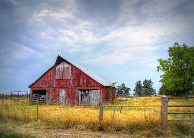 Cricket Field Photograph - Christian School Road Barn by Cricket Hackmann