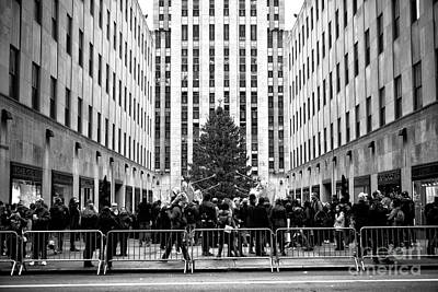 Photograph - Christmas At Rockefeller Center by John Rizzuto