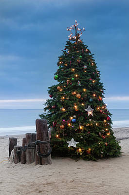 Photograph - Christmas At The Beach by Ralph Vazquez