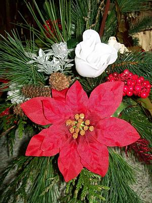 Photograph - Christmas Centerpiece by Sharon Duguay