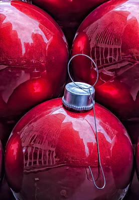 Christmas Decorations Midtown East Nyc Art Print by Robert Ullmann