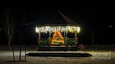 Photograph - Christmas In Quechee by Scenic Vermont Photography
