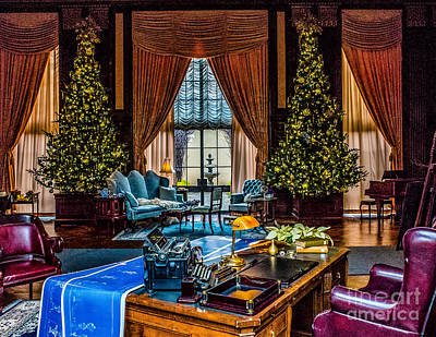 Photograph - Christmas In The Lounge by Nick Zelinsky
