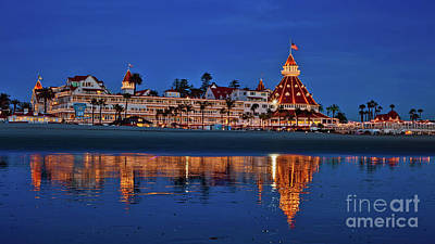 Christmas Lights At The Hotel Del Coronado Art Print