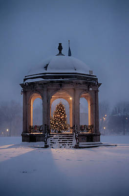 Photograph - Christmas On Salem Common by Jeff Folger