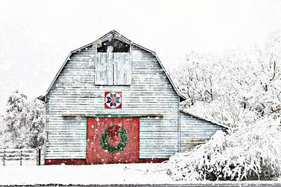 Photograph - Christmas Quilt Barn by Benanne Stiens