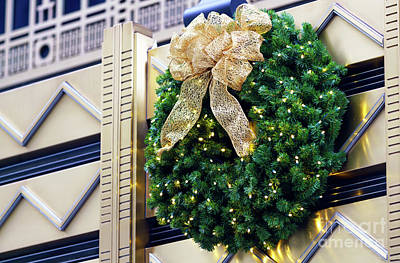 Photograph - Christmas Wreath Art Deco by John Rizzuto