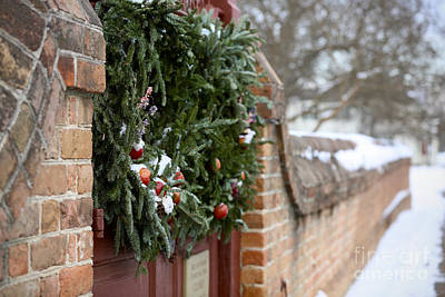 Photograph - Christmas Wreath At Colonial Williamsburg by Lara Morrison