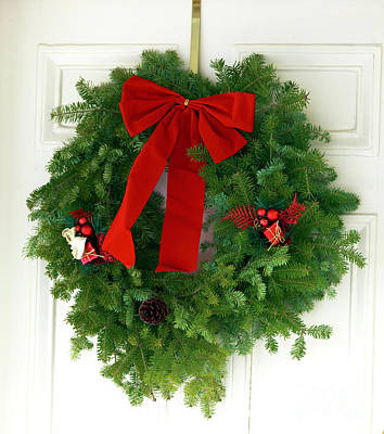 Photograph - Christmas Wreath On The Door by John Rizzuto
