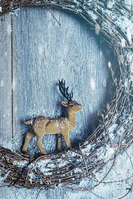 Country Cottage Photograph - Christmas Wreath With Reindeer by Amanda Elwell
