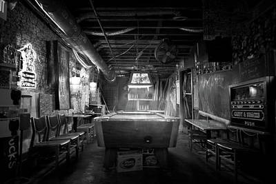 Photograph - Chuck's Bar On River Street by Mark Andrew Thomas