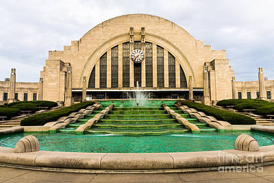 Fountain Photograph - Cincinnati Museum Center Picture by Paul Velgos