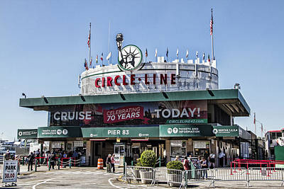 Photograph - Circle Line Sightseeing Cruises by Bob Slitzan