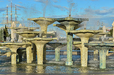 Comedian Drawings - City fountain landscape by Robert Chlopas
