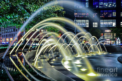 Photograph - City Fountains by Reynaldo Brigantty