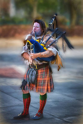 Clan Macintosh Piper Art Print by John Haldane