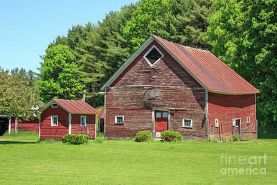 White River Photograph - Classic Old Red Barn In Vermont by Edward Fielding