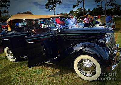 Photograph - Classy Old Ford by Anne Sands