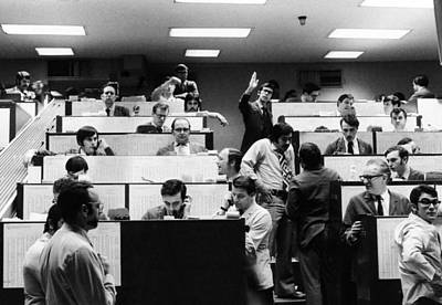 Rs2wn Photograph - Clerks At The American Stock Exchange by Everett