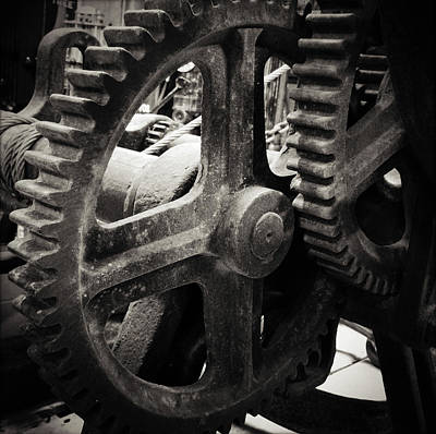 Machinery Photograph - Cogs 2 by Les Cunliffe