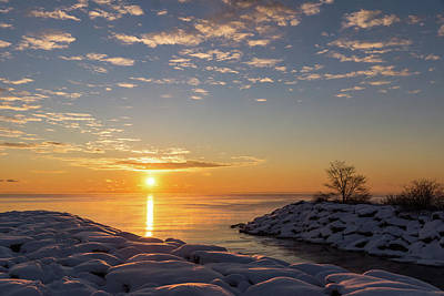 Photograph - Cold Beauty - Frigid Winter Sunrise On The Lake by Georgia Mizuleva