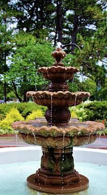 Photograph - College Fountain by Cynthia Guinn
