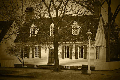 Photograph - Colonial House - Bw by Lou Ford