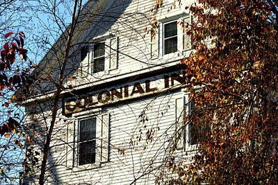 Colonial Inn Art Print