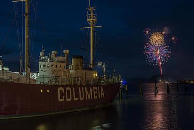 Photograph - Columbia Lightship by Robert Potts