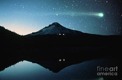 Photograph - Comet Hyakutake And Mount Hood by Rick Bures
