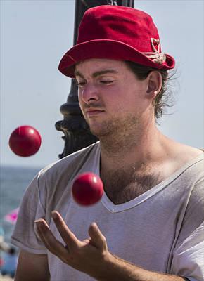 Coney Island Juggler Art Print by Robert Ullmann