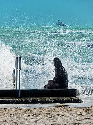 Photograph - Cooling Off On A Hot And Windy Day by Bob Slitzan