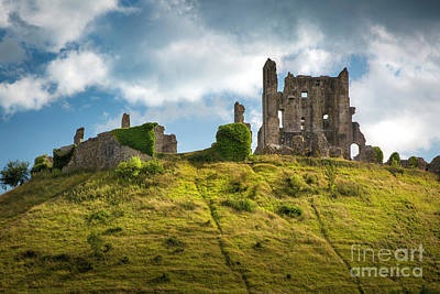 Photograph - Corfe Castle by Brian Jannsen