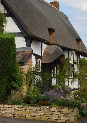Photograph - Cotswolds Thatched Cottage by Carla Parris