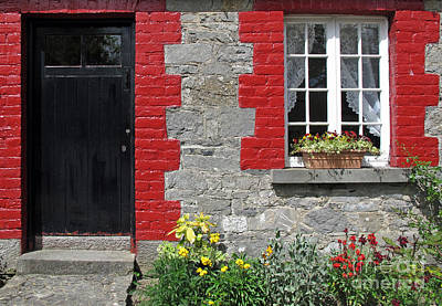 Photograph - Cottage Window by Ethna Gillespie