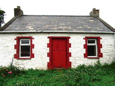 Photograph - Cottage With Red Door by Stephanie Moore