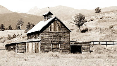Photograph - Country Barn by Athena Mckinzie