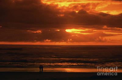 Couple On Seaside Beach At Sunset Art Print