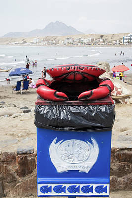 Digital Art - Crab Garbage Can by Carol Ailles