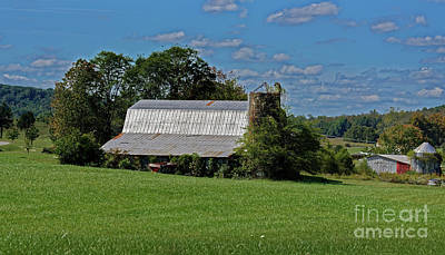 Photograph - Crab Orchard Barn by Paul Mashburn