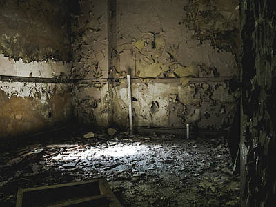 Photograph - Cracked Walls In Abandoned Building by Dylan Murphy