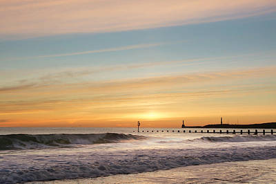 Photograph - Crashing Waves At Aberdeen Beach by Veli Bariskan