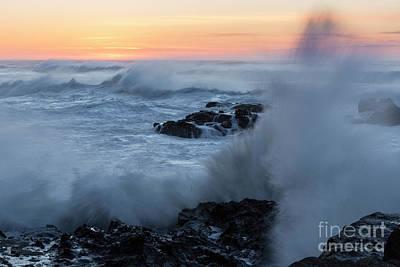 Strong America Photograph - Crashing Waves by Masako Metz