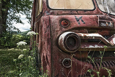 Photograph - Creepy Old Truck by Travis Rogers
