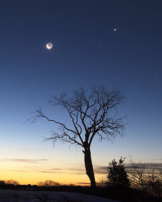 Crescent Moon And Venus Art Print by Eric Gendron