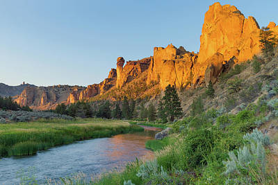 Photograph - Crooked River And Monkey Face At Smith Rock by David Gn