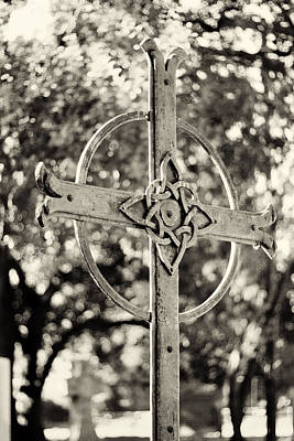Celtic Knot Photograph - Cross At Dublin Pioneer Cemetery by Troy Montemayor