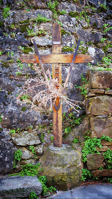 Monuments Photograph - Cross By The Castle by Joan Carroll