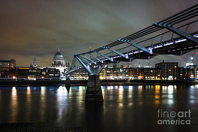 Photograph - Crossing The Thames by Giuseppe Torre