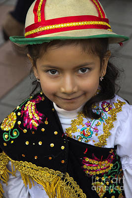 Spanish Shawl Photograph - Cuenca Kids 694 by Al Bourassa
